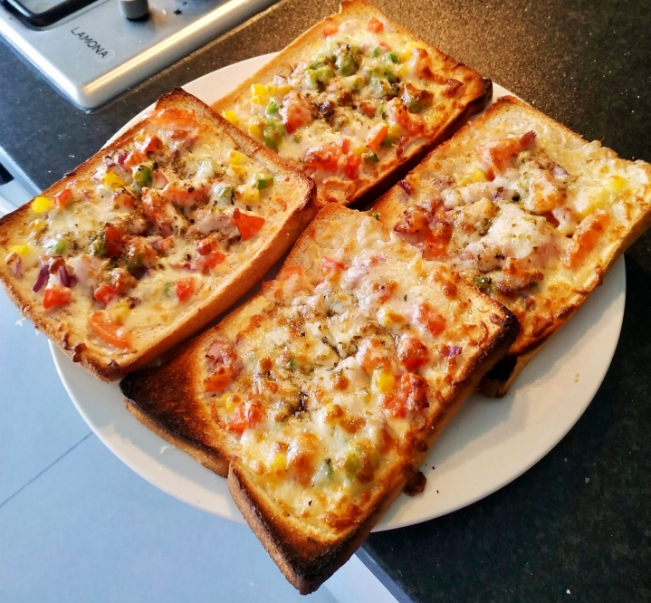 Bread Pizza – An Easy to CookRecipe